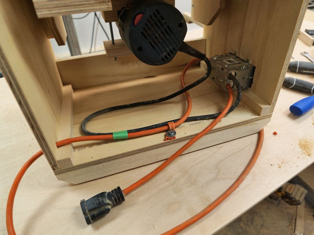 Making a bench top router table ibuildit of course this can be simplified if you are not switching a shop vac on with the router but i do recommend strongly that there be some kind of effective keyboard keysfo Images