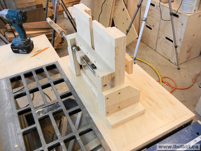 Putting a router and lift in the extension wing on a table saw add a router to your table saw greentooth Image collections