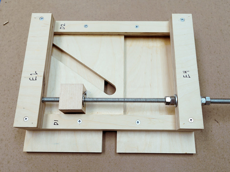 How to make a homemade router lift ibuildit how to make a precision router lift greentooth Image collections