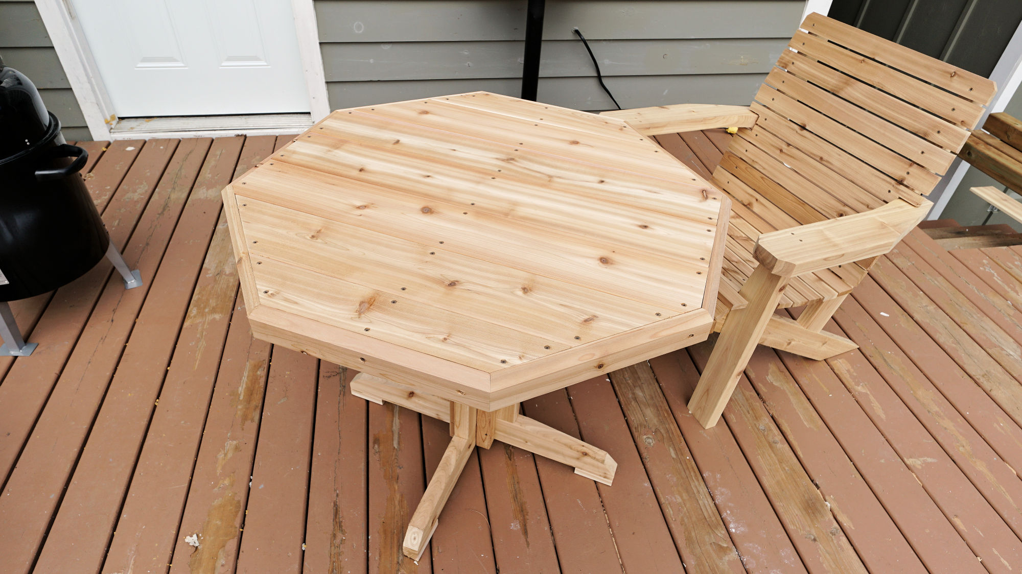 how to make a wooden patio table ibuildit ca. Black Bedroom Furniture Sets. Home Design Ideas