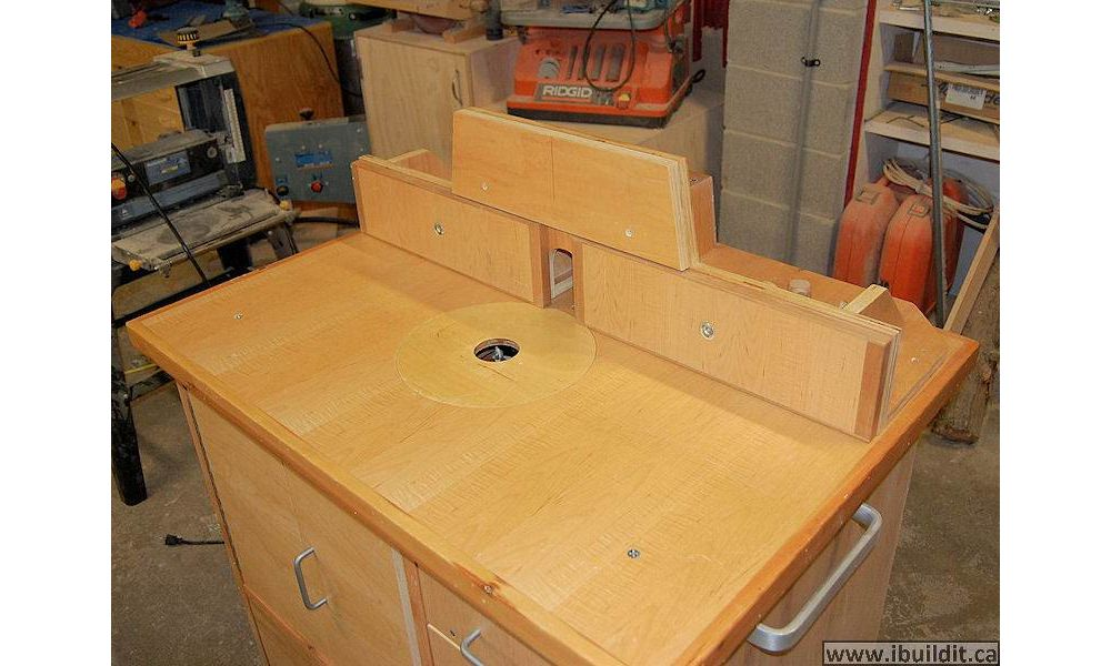 Router table older ibuildit it is also possible to shim the out feed side outwards slightly to use the router keyboard keysfo Image collections